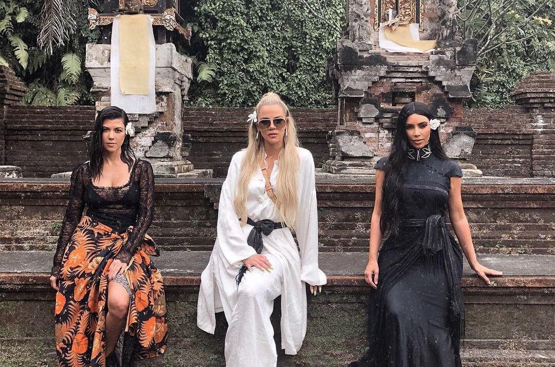13 Potret Liburan Asyik Kim Kardashian & Sisters di Bali
