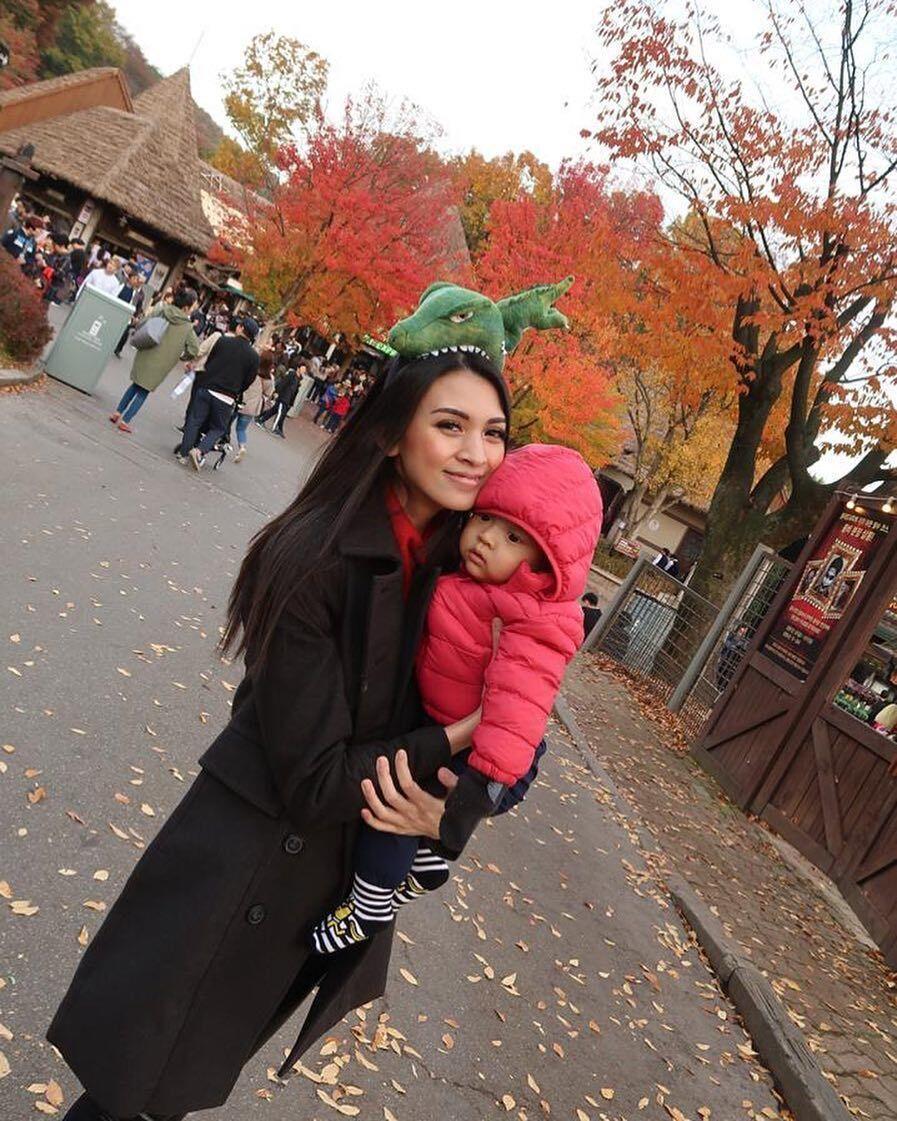 Bikin Baper, Ini 10 Potret Manis Donita dan Keluarga Liburan ke Korea