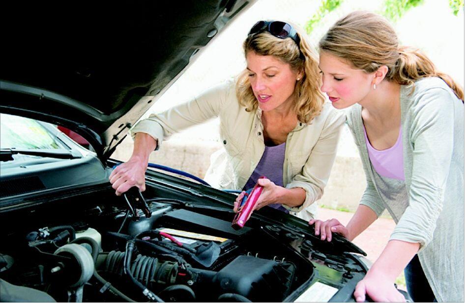 Jangan Mau Kalah, Wanita Juga Perlu Miliki 5 Keahlian Perihal Mobil