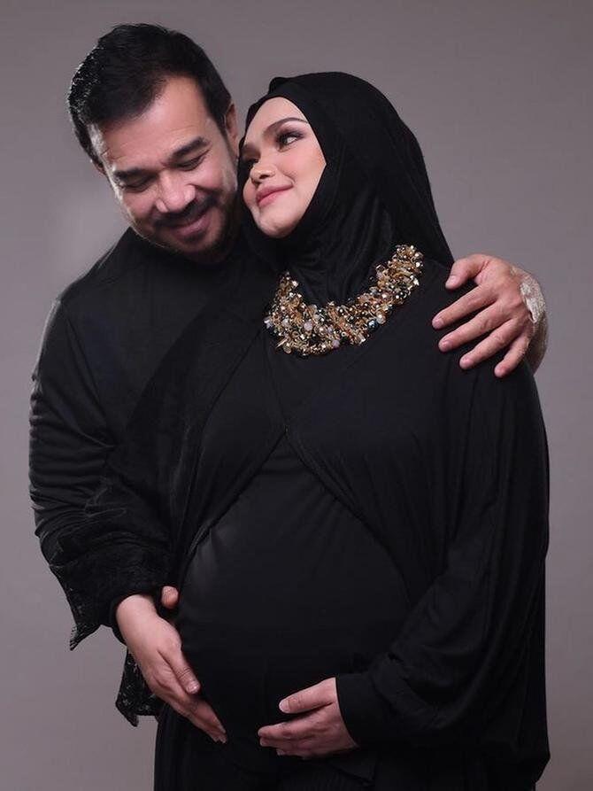 10 Ide Foto Kehamilan buat Perempuan Berhijab, Santun & Penuh Makna