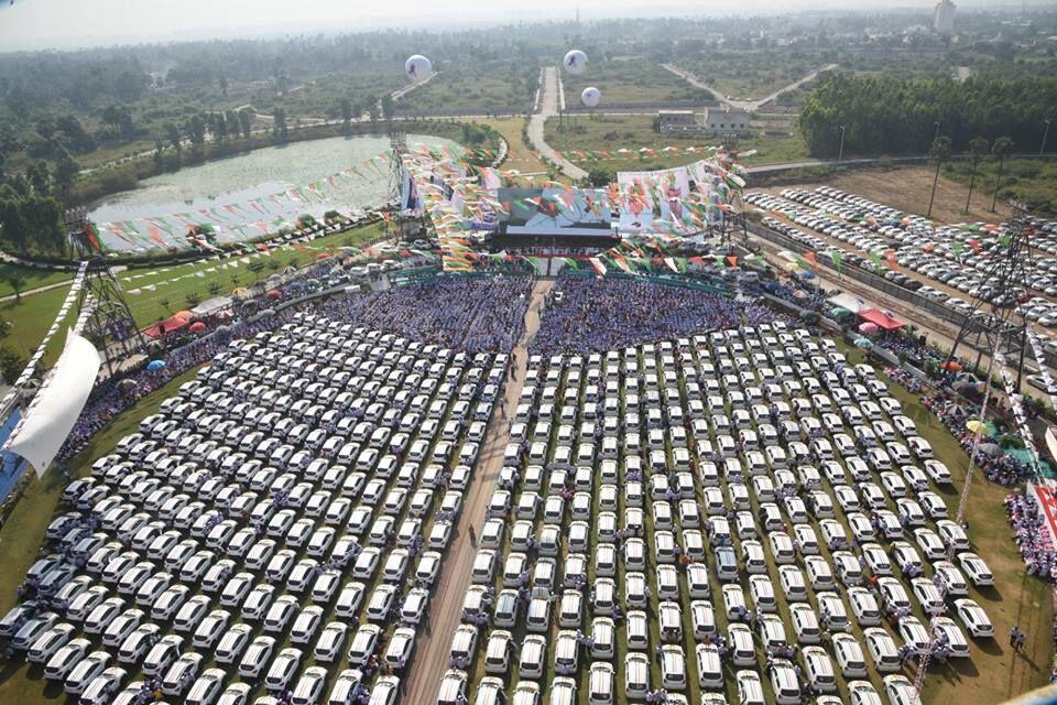 Bos Perusahaan India Ini Bagi-bagi Ratusan Mobil untuk Karyawannya