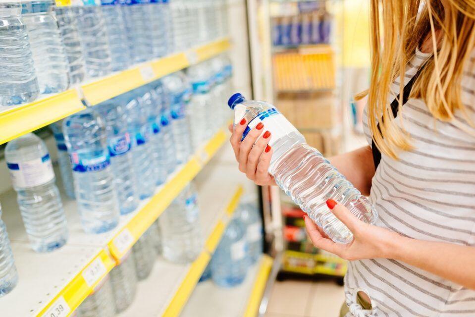 Simak 5 Alasan Berbahaya Memakai Ulang Botol Kemasan Air Mineral
