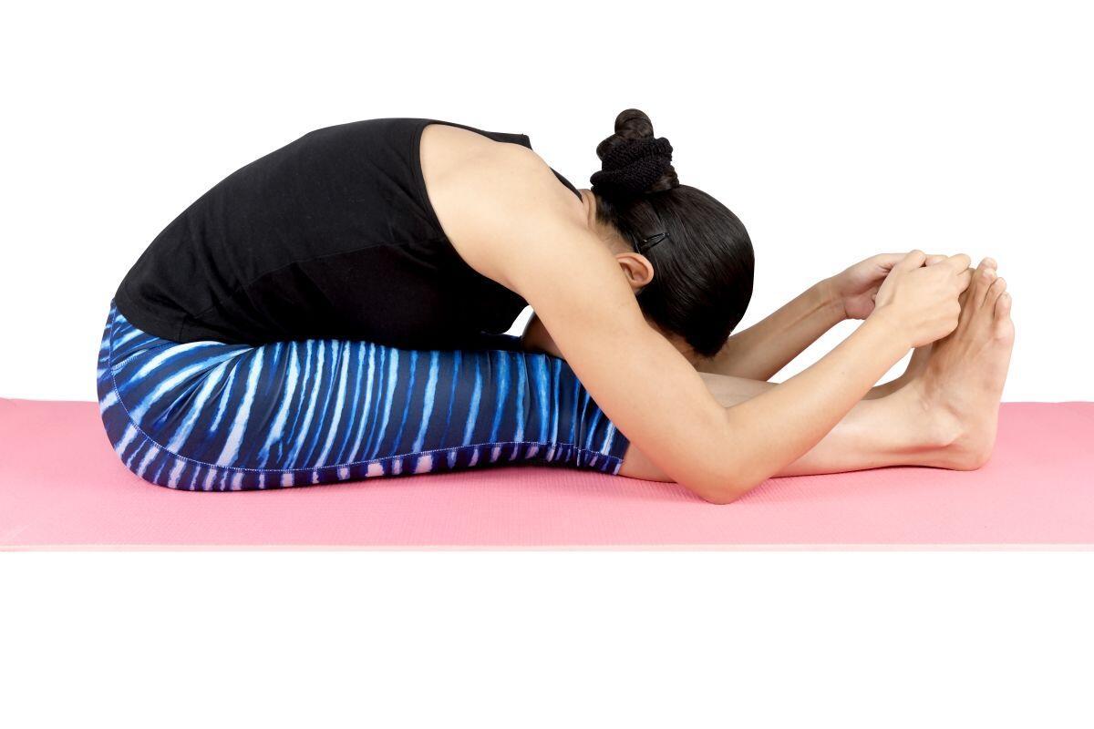 5 Gerakan Yoga Ini Bisa Bantu Kamu Memperlancar Sistem Pencernaanmu
