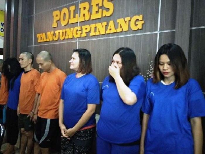 4 Emak-emak Cantik + Bohay Digaruk Polisi Saat Asyik Pesta Sabu