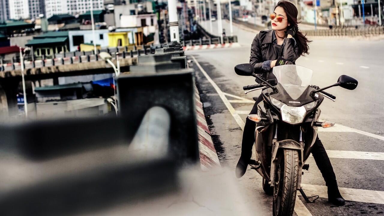 Bikers Mau Gaya, Wajib Paham Cara Pilih Kacamata Hitam