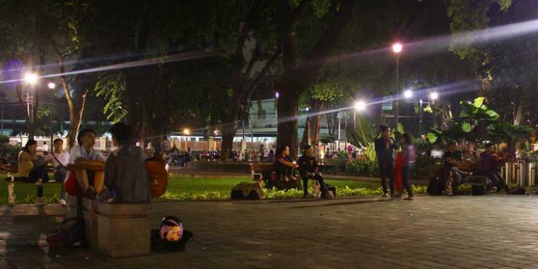 HITAM PUTIH JAKARTA: SAAT MALAM TIBA DI JAKARTA