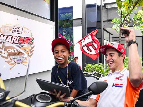 Girangnya Bocah Peniru Suara Komentator MotoGP Ketemu Marquez