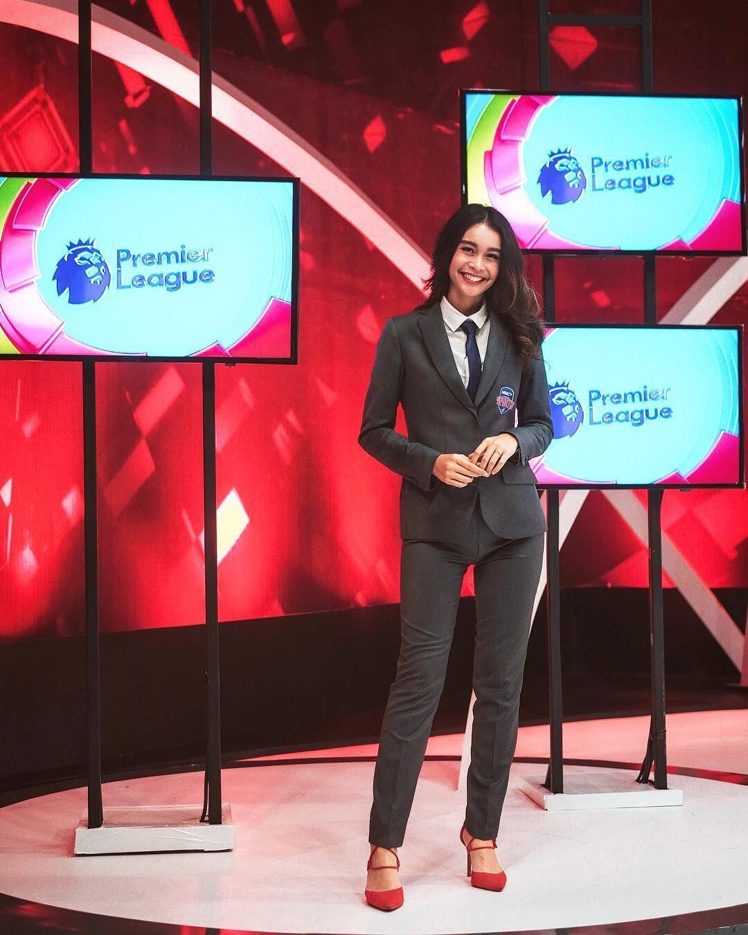 10 Potret Conchita Caroline, Presenter Kece yang Sempat Naik Lion Air