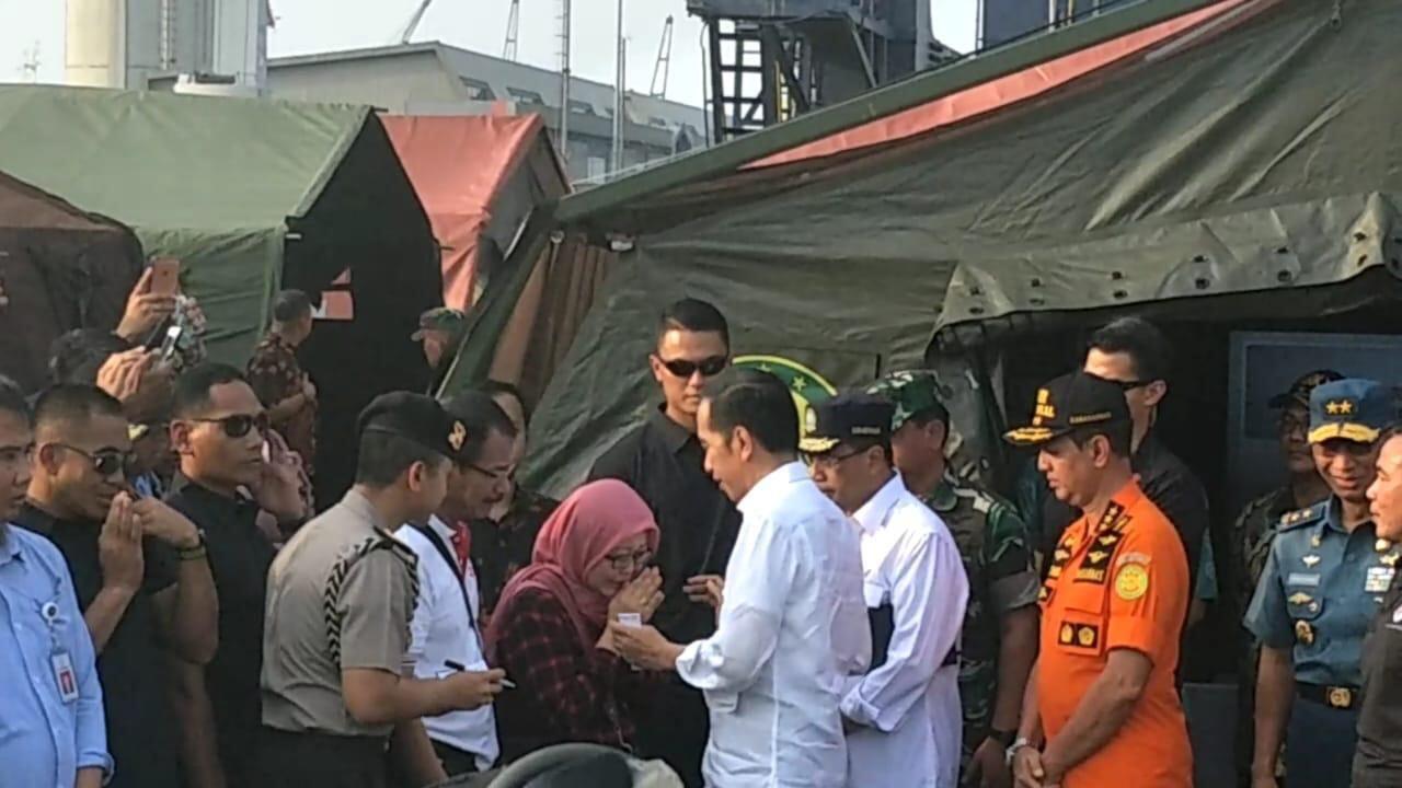 Ibu Korban JT 610 Menangis ke Jokowi Minta Anaknya Ditemukan