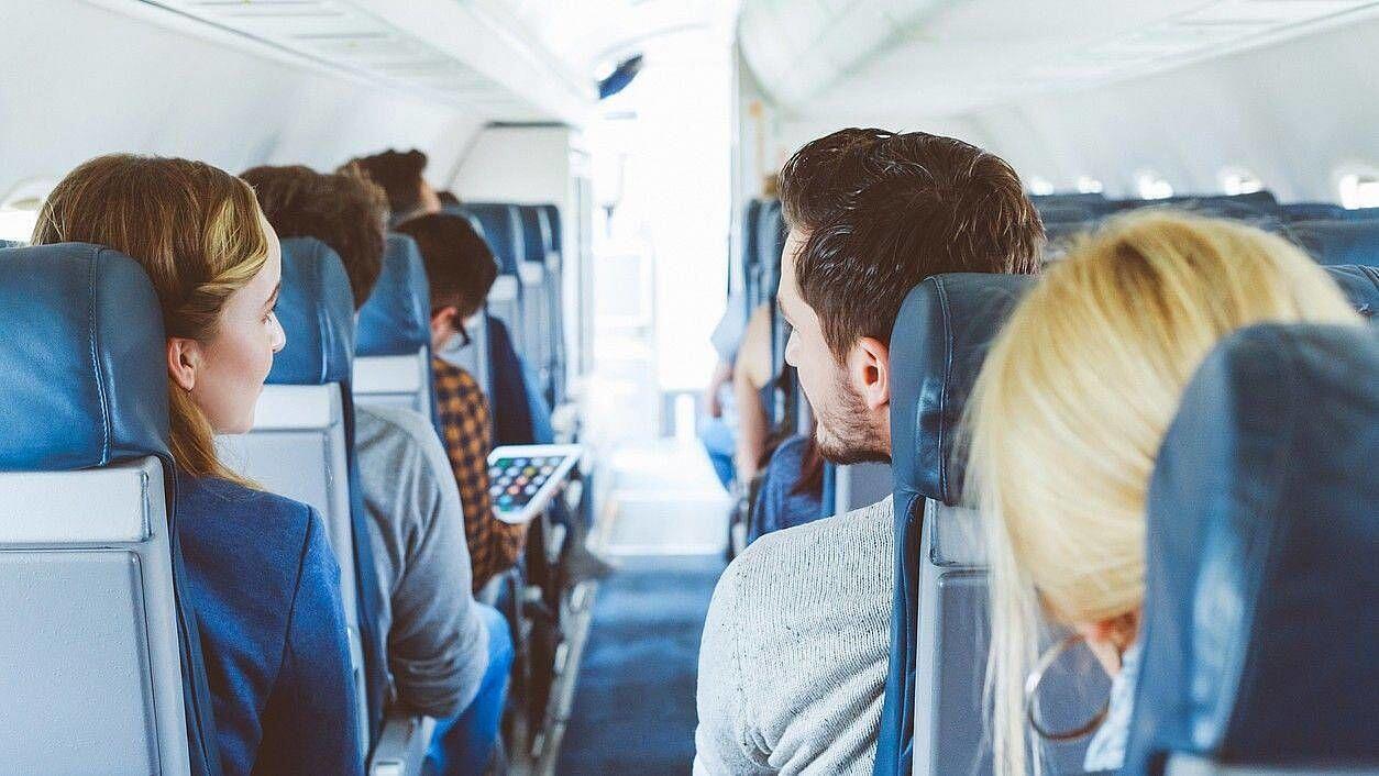 16 Hal Kreatif yang Bisa Kamu Lakukan Saat Penerbangan Jarak Jauh