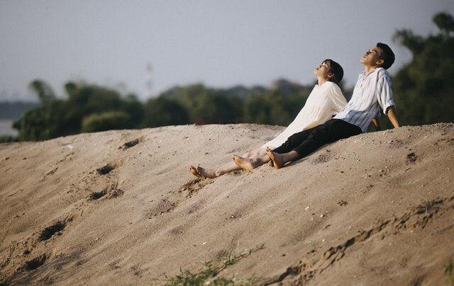 5 Cara Mudah Menghadapi Cowokmu yang Super Gak Romantis