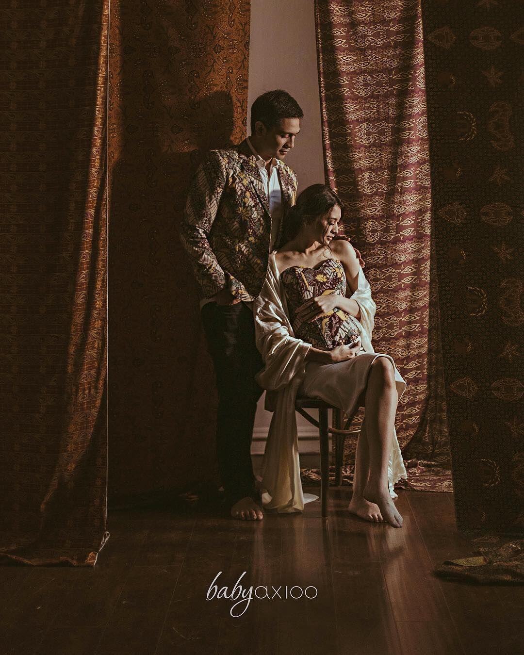 10 Maternity Shoot Pakai Baju Daerah, Bak Bangsawan Terhormat