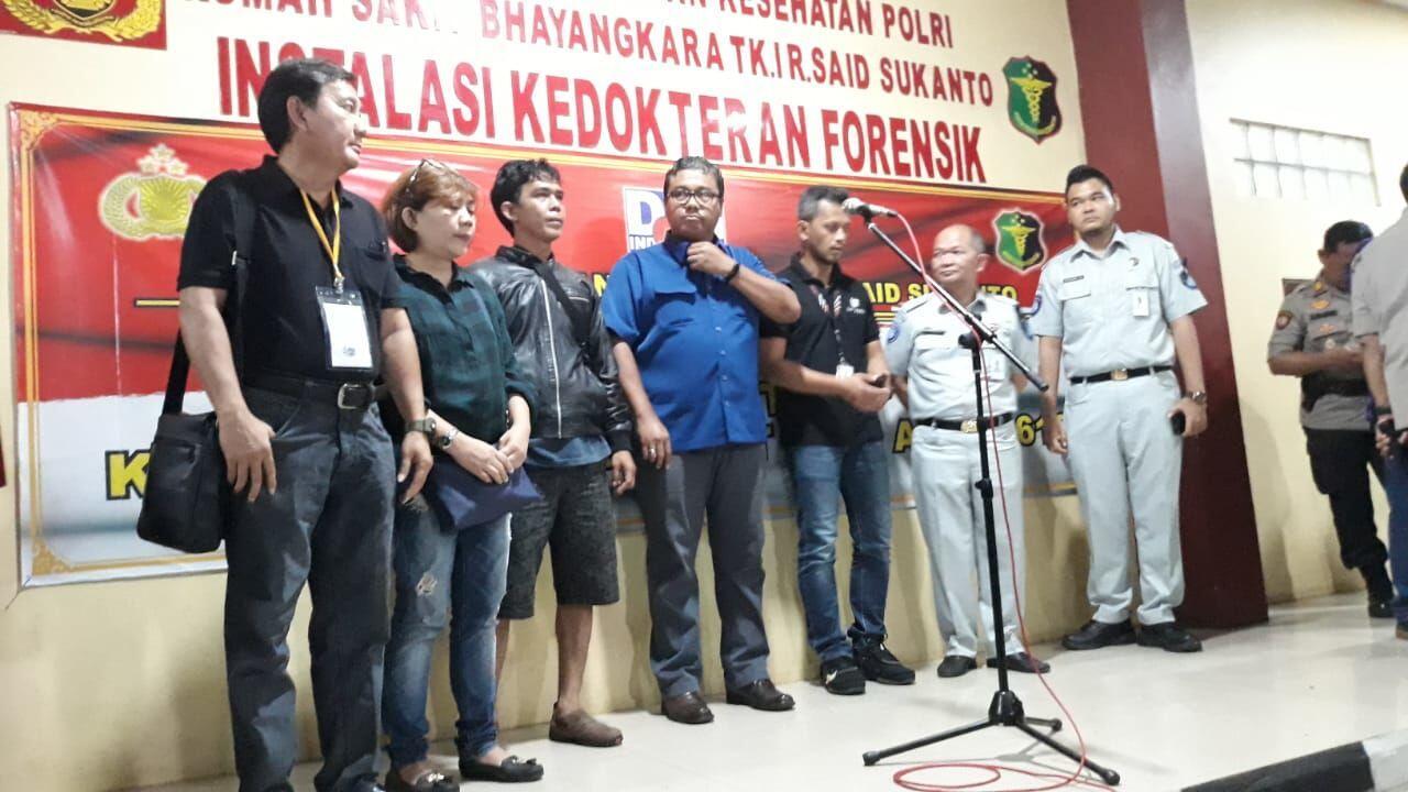 RS Polri Serahkan Dua Jenazah Korban Lion Air pada Keluarga