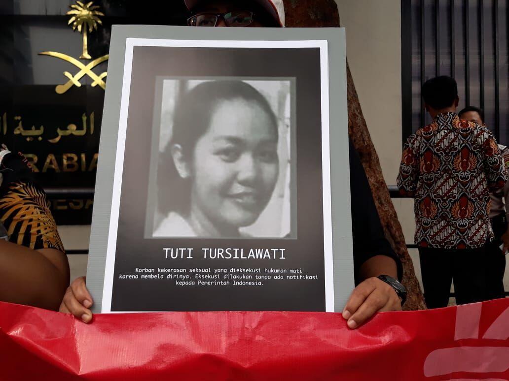 Puluhan Aktivis Perempuan Gelar Aksi Tolak Eksekusi Tuti Tursilawati