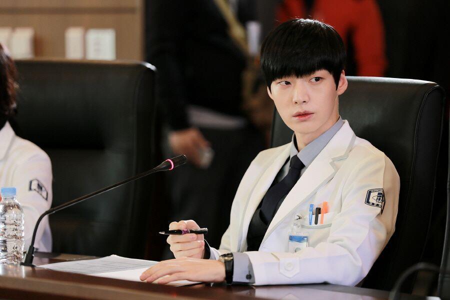 10 Karakter Cowok Bukan Manusia dalam Drama Korea Ini Bikin Jatuh Hati