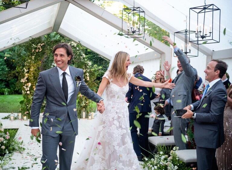 Akhirnya Gwyneth Paltrow Bagikan Foto Pernikahannya