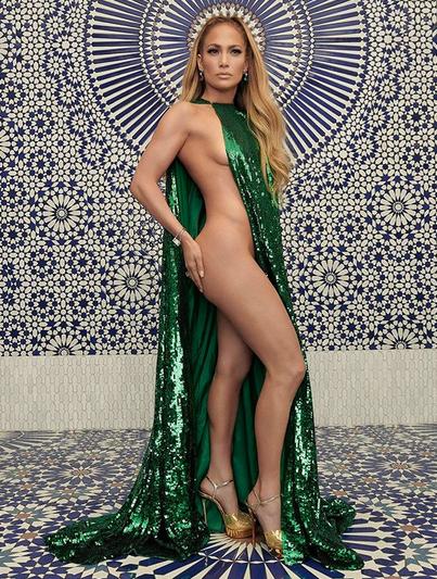 Jennifer Lopez Tutupi Tubuhnya Cuma dengan Sehelai Kain