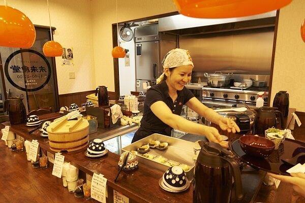 Cuma di Resto Ini, Bayar Makanan Bisa dengan Cuci Piring!