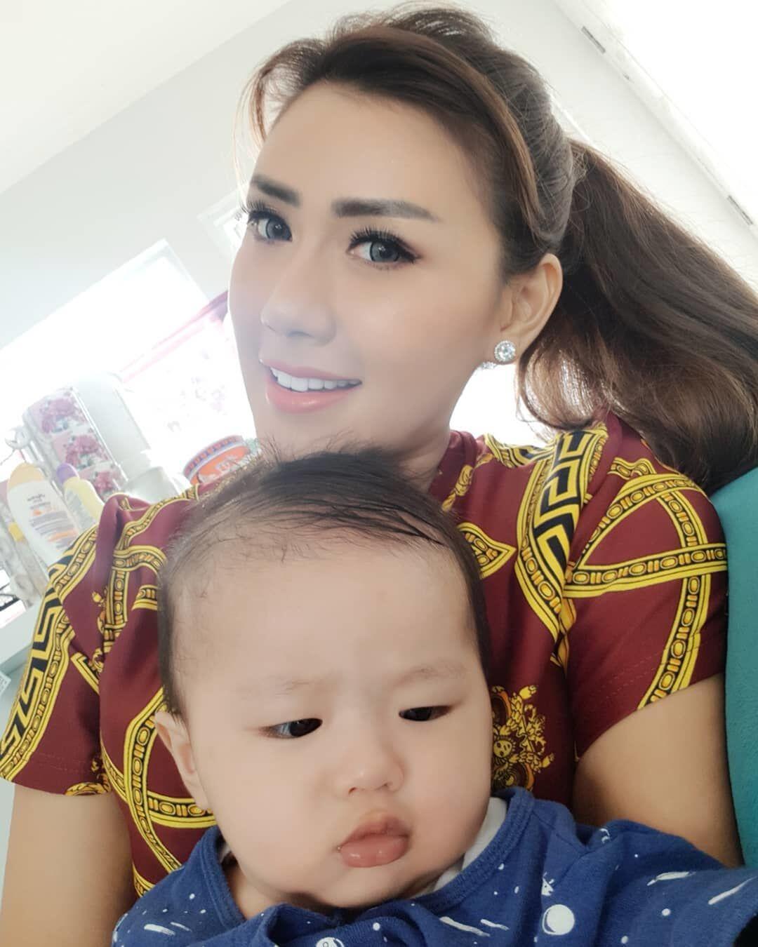 10 Potret Terbaru Kehidupan Rey Utami Sebagai Ibu