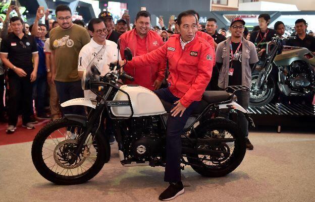 Kunjungi IMOS 2018, Presiden Jokowi Jajal Motor Bergaya Klasik