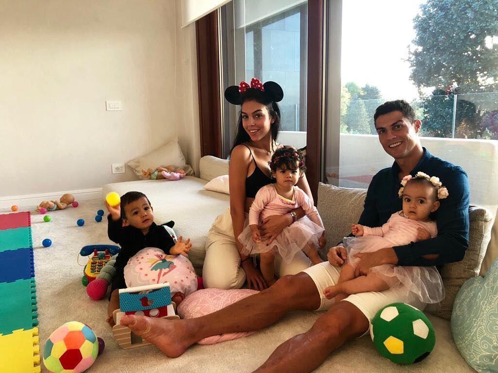 10 Keharmonisan Keluarga Kecil Cristiano Ronaldo, Bahagia Banget