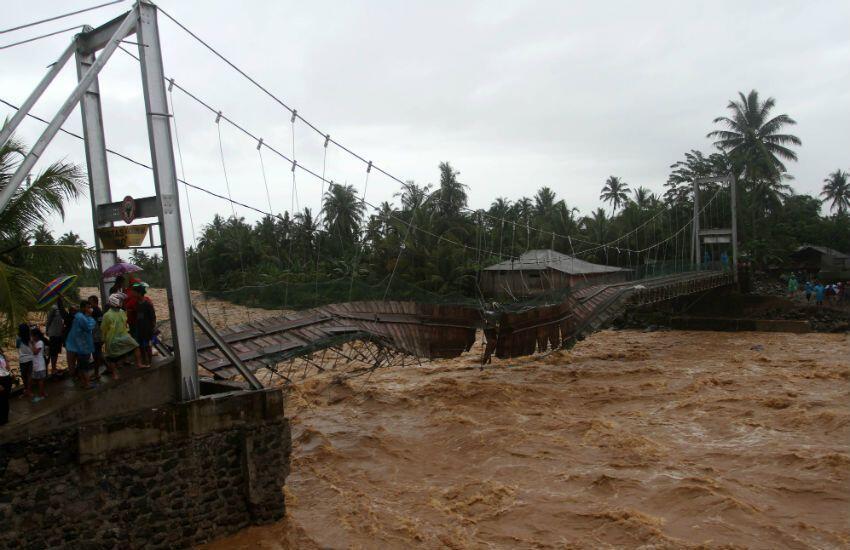 VIDEO: Ngeri, Detik-detik Jembatan Hancur oleh Banjir Bandang Sumbar