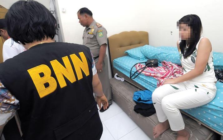 Dosen Wanita Ketahuan Bobo Bareng Suami Orang, 'Saya Intip Tak Pakai Baju & Celana'
