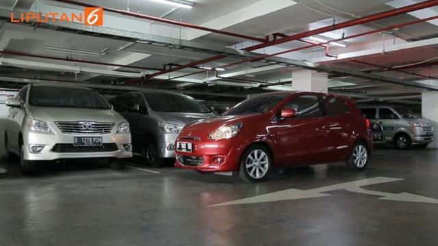 Punya Mobil Matik, Jangan Takut Enggak Bisa Parkir Paralel Gan