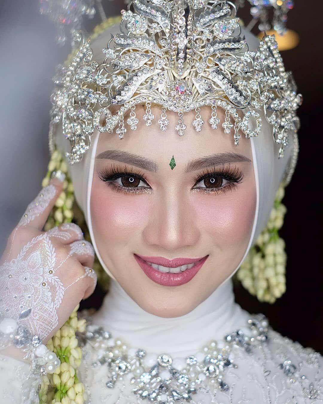 Inspirasi Pernikahan Sunda ala Melody Eks JKT48, Suci nan Sakral