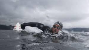 Ross Edgley Jadi Manusia Pertama yang Berenang Mengitari Pulau Inggris