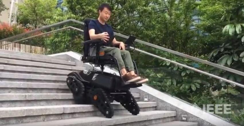 Penyandang Disabilitas Bebas Bergerak dengan Kursi Roda Canggih