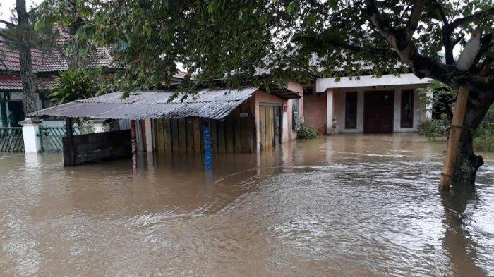Bencana Banjir di Kerinci, Ini yang Disampaikan Bupati Adi Rozal