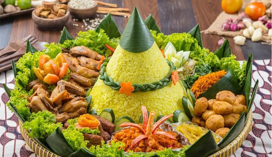 Kue Ulang Tahun Anti Mainstream Diganti dengan Nasi Tumpeng Aja Nih!