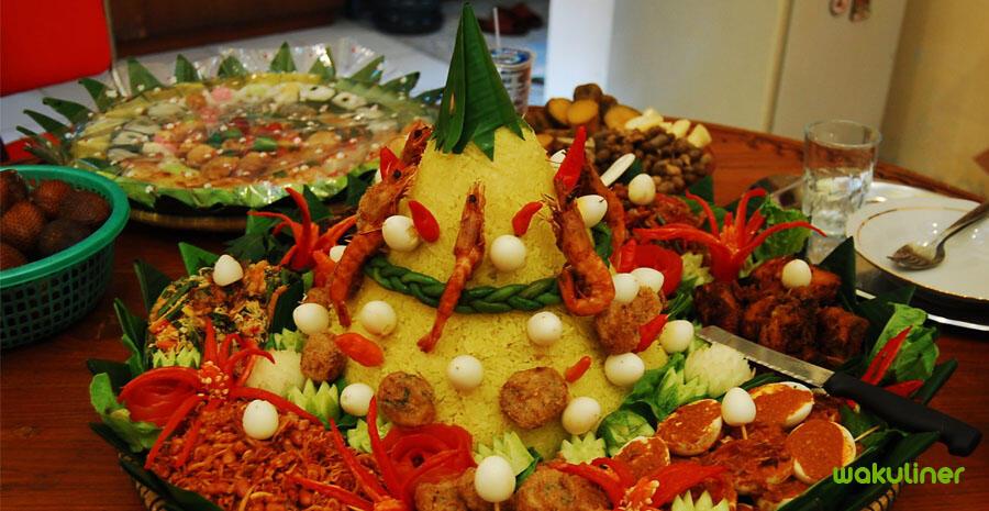 Nasi Tumpeng Kuning Khas Nusantara