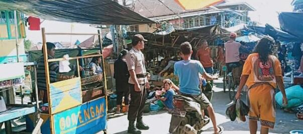 Beri Rasa Aman Bagi Ibu-ibu di Pasar, Kapolsek Sungsang Giat Strong Poin