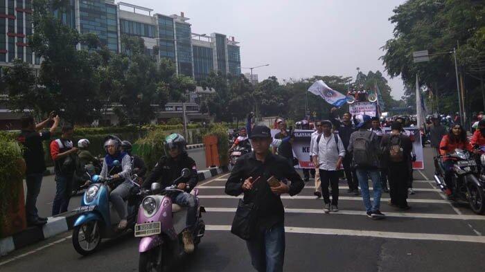 Warga Sering Ditolak Saat Berobat, Ratusan Buruh Geruduk BPJS Tangerang