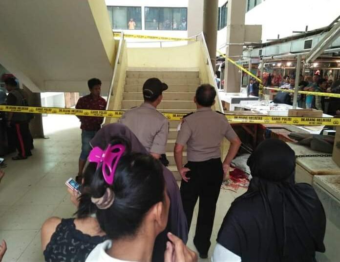 jatuh dari lantai 3 pasar cisalak