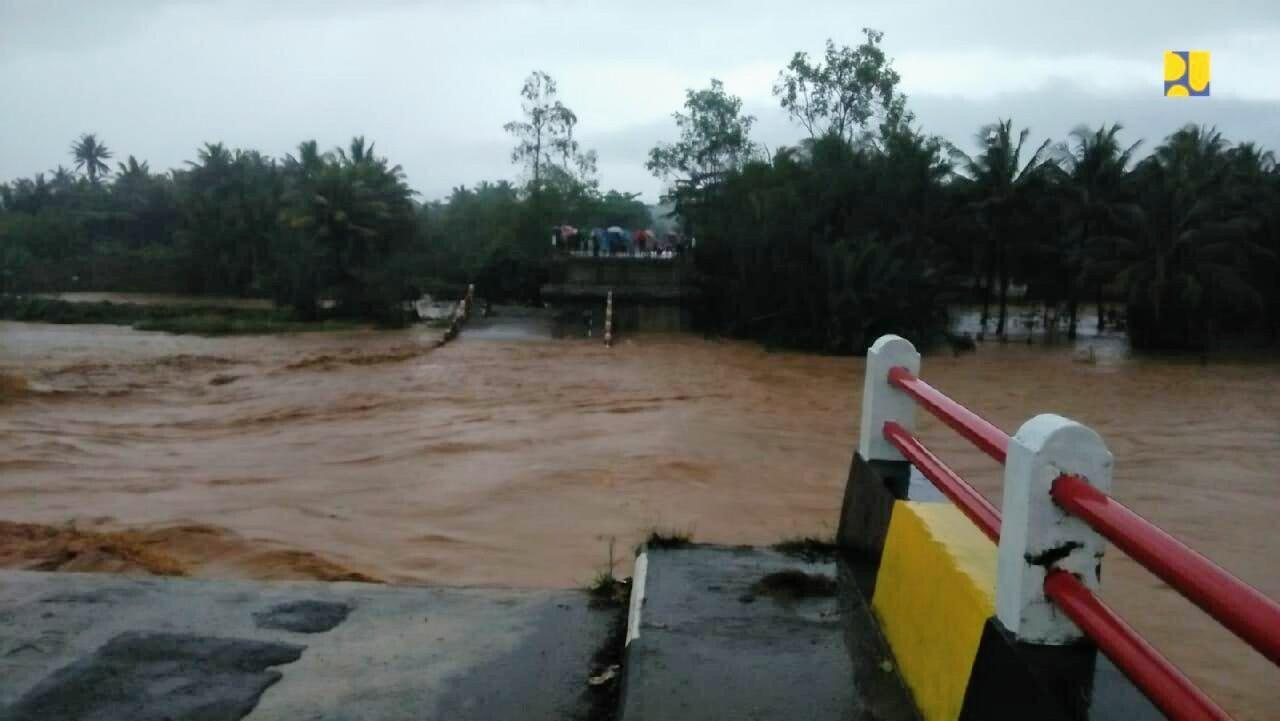 PUPR Rakit Jembatan Sementara Pascarusaknya Jembatan Cipatujah