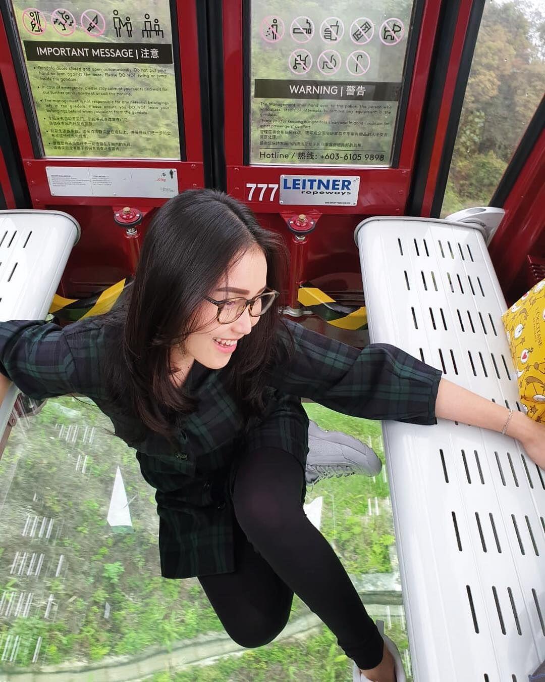 10 Potret Liburan Ayu Ting Ting di Malaysia Bareng Keluarga