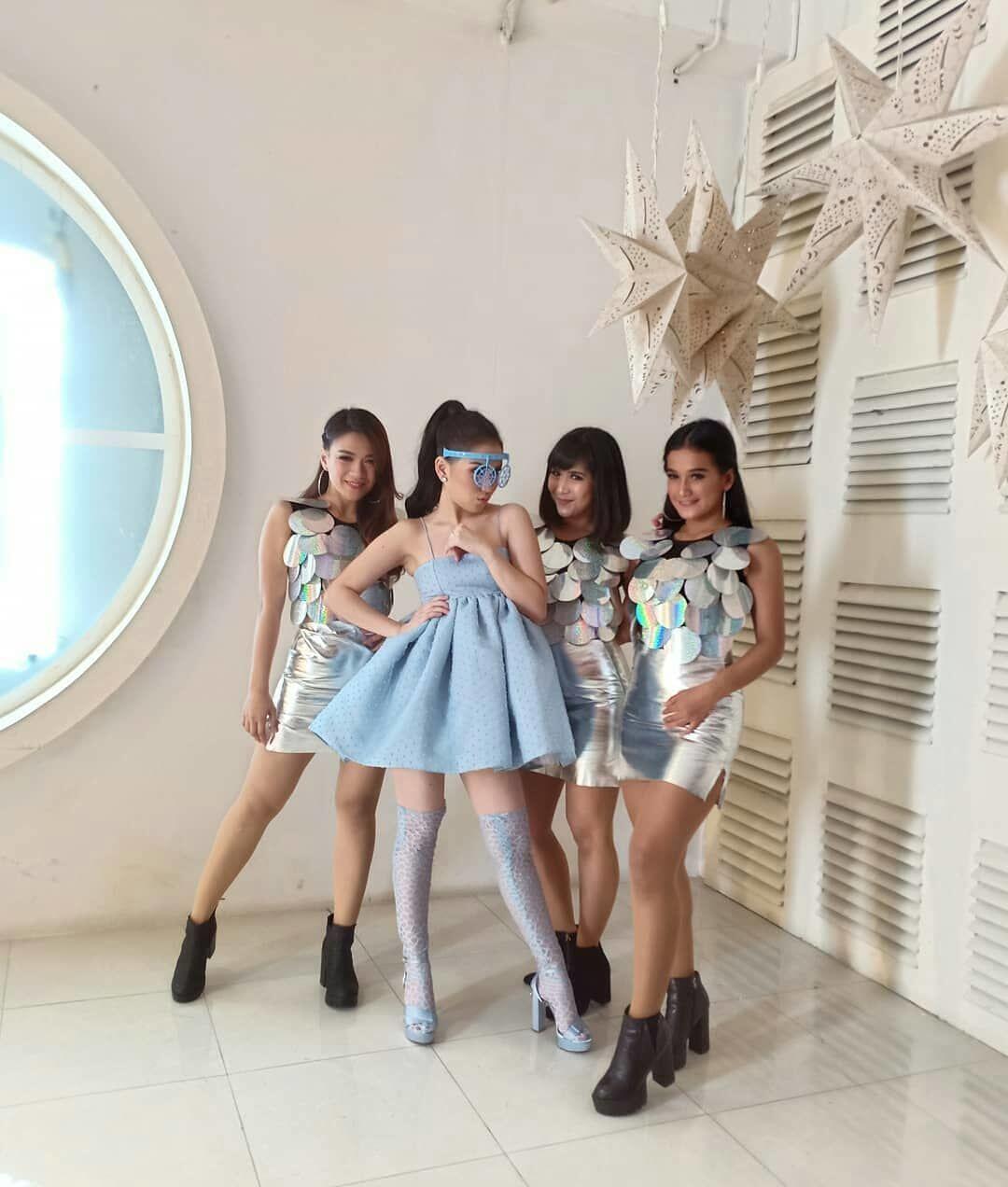 10 Potret Ayu Ting Ting Syuting Video Klip Baru, Hits Abis