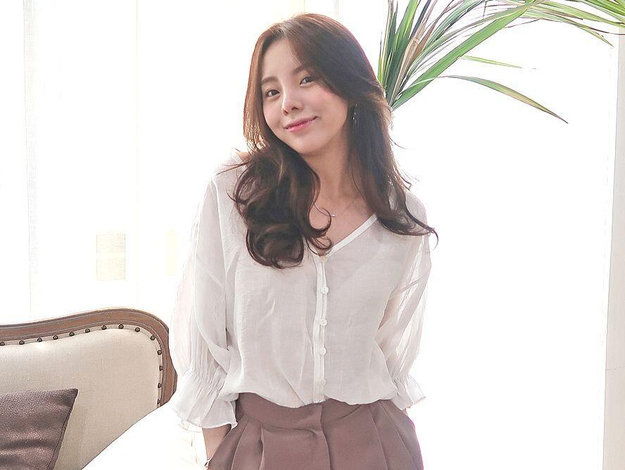 7 Inspirasi Padu Padan Sweater ala Jung Ji Woo Kakak J-Hope BTS!
