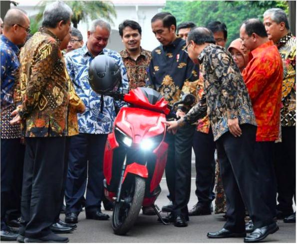 Jokowi Jajal Motor Listrik Gesits, Ini Harganya!