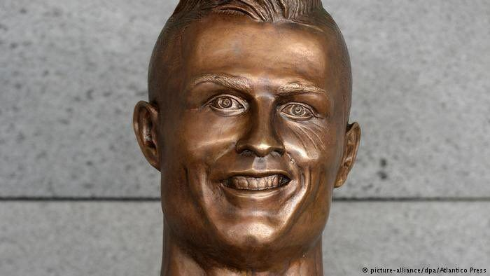 Setelah Ronaldo, Giliran Patung Mohamed Salah yang Dirundung Fans