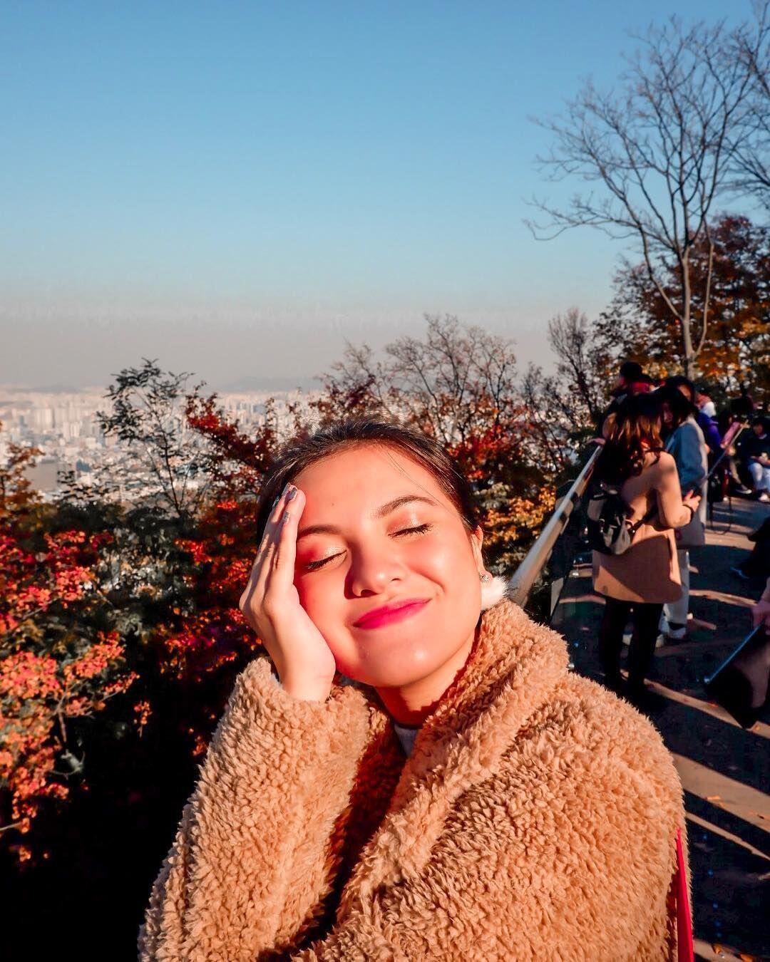 Sahabat Sejati, 9 Potret Liburan Marsha Aruan dan Dea Annisa di Korea