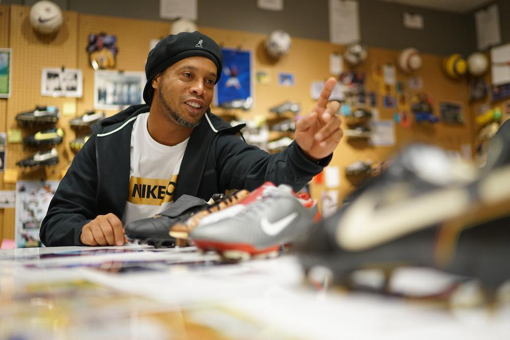 Saldo ATM Cekak, Ini Dosa-dosa 'Kehedonan' Ronaldinho