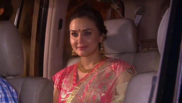 10 Momen Preity Zinta Rayakan Diwali, Makin Memikat!