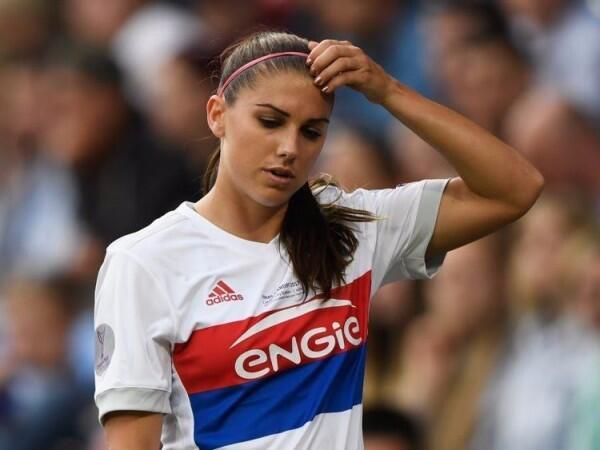 Tak Cuma Cekatan, 6 Pesepak Bola Wanita Ini Juga Berparas Menawan