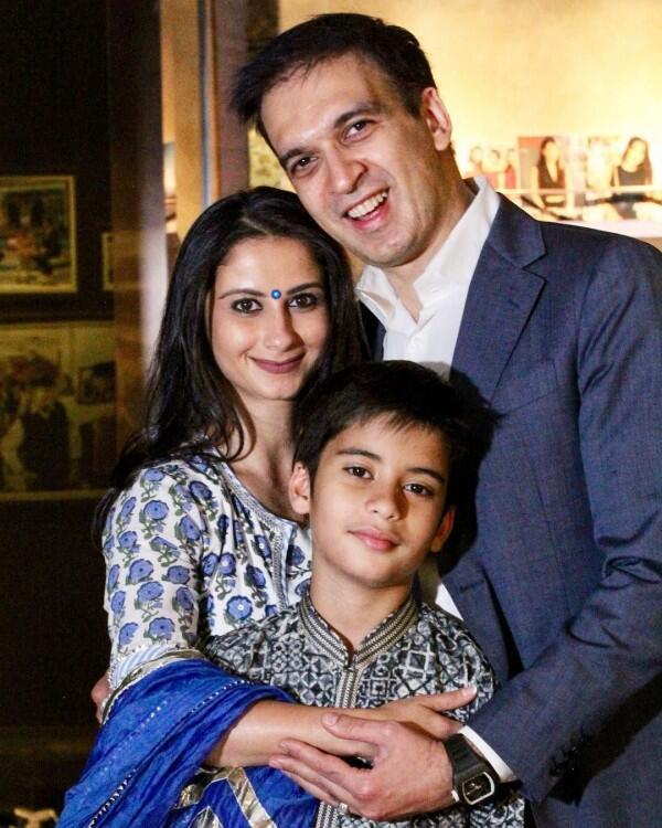 10 Foto Haru & Bahagia Pesta Diwali Keluarga Konglomerat Manoj Punjabi