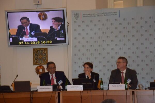 Indonesia Berbagi Pengalaman Selesaikan Konflik di Konferensi Praha