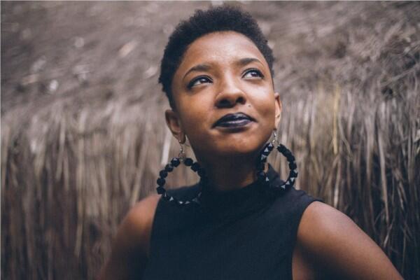 Bukan Make Up, Ini 5 Hal yang Bisa Bikin Wanita Terlihat Menawan